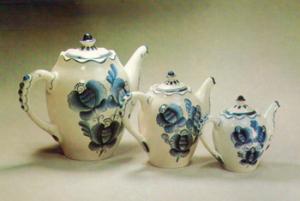 Гжельские старые чайники