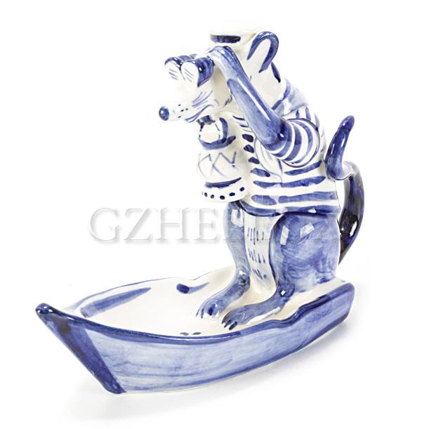 Скульптура «Крыса в лодке»