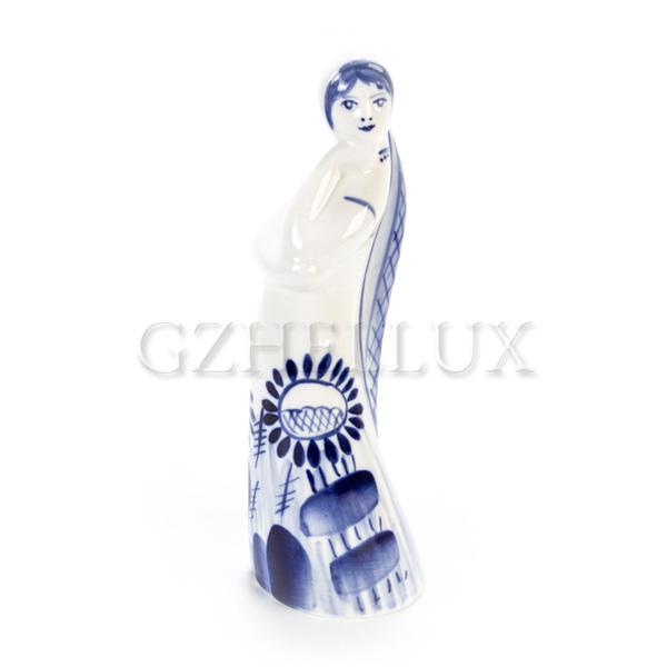Скульптура «Девушка с косой»