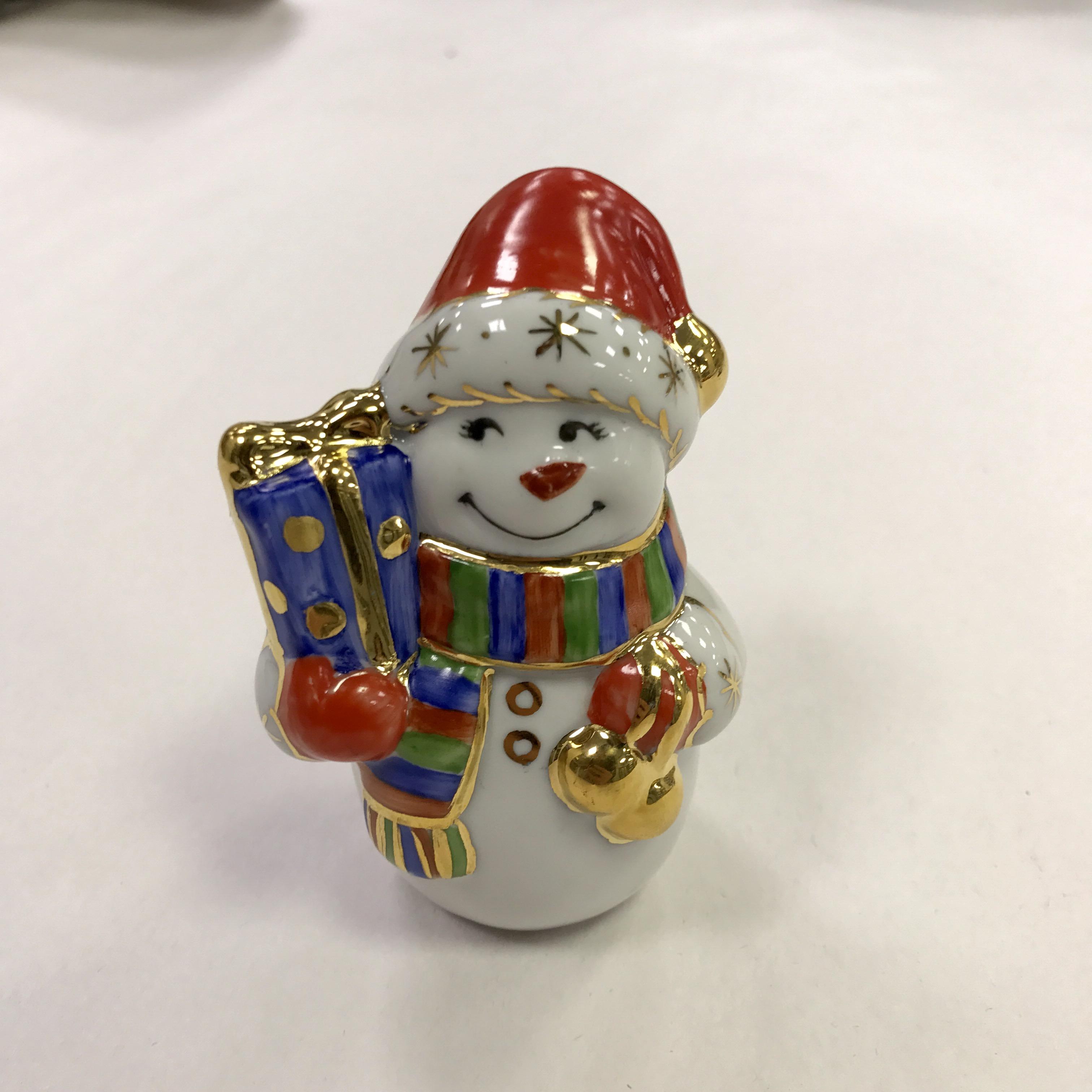 Скульптура «Снеговик» в красках
