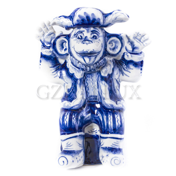 Скульптура «Обезьяна в Ушанке»