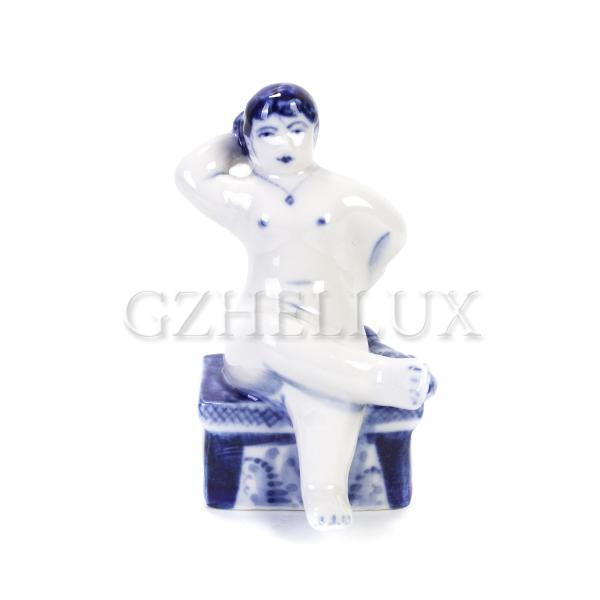 Скульптура «Гжельская Банька» №8 (Женщина натирает спину)
