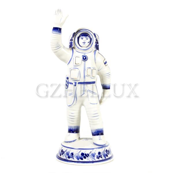 Скульптура «Космонавт» большой