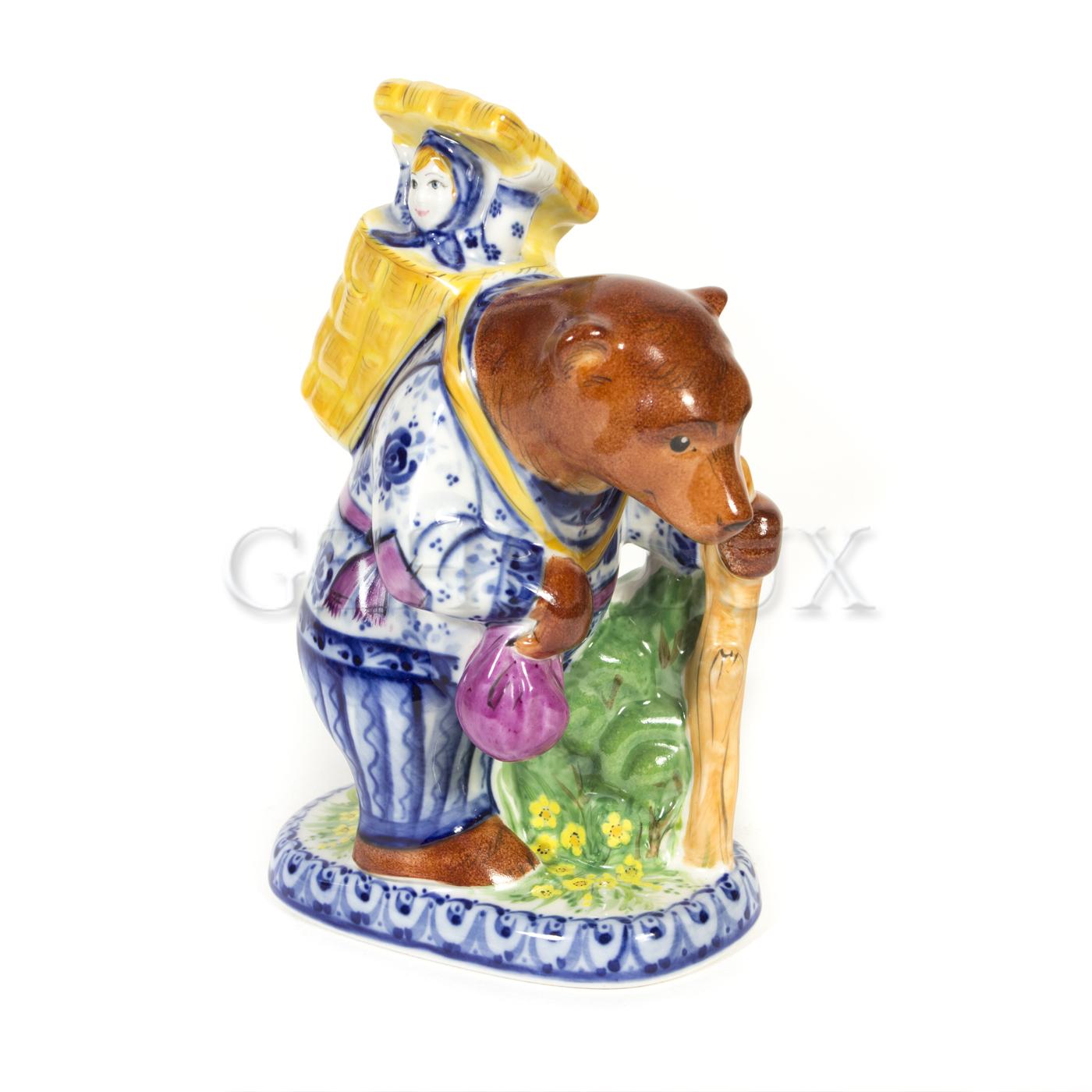 Скульптура «Маша и Медведь» в красках