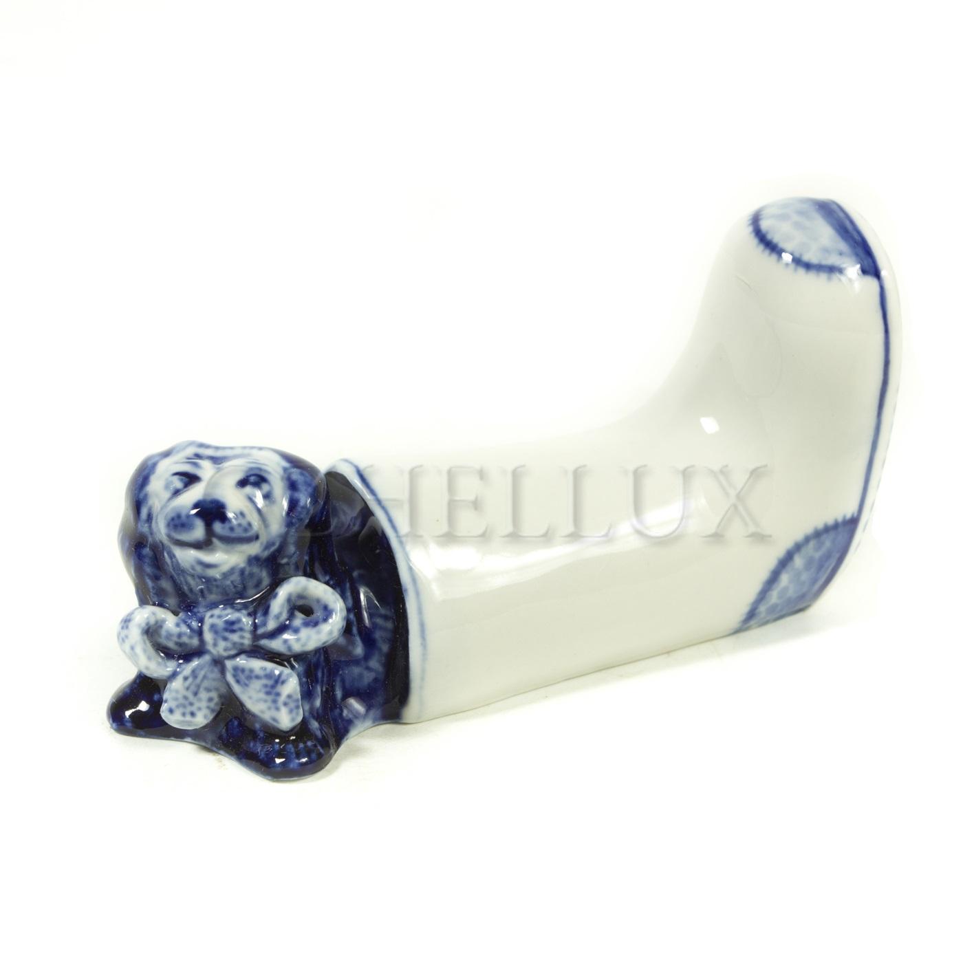 Скульптура «Собака в валенке»