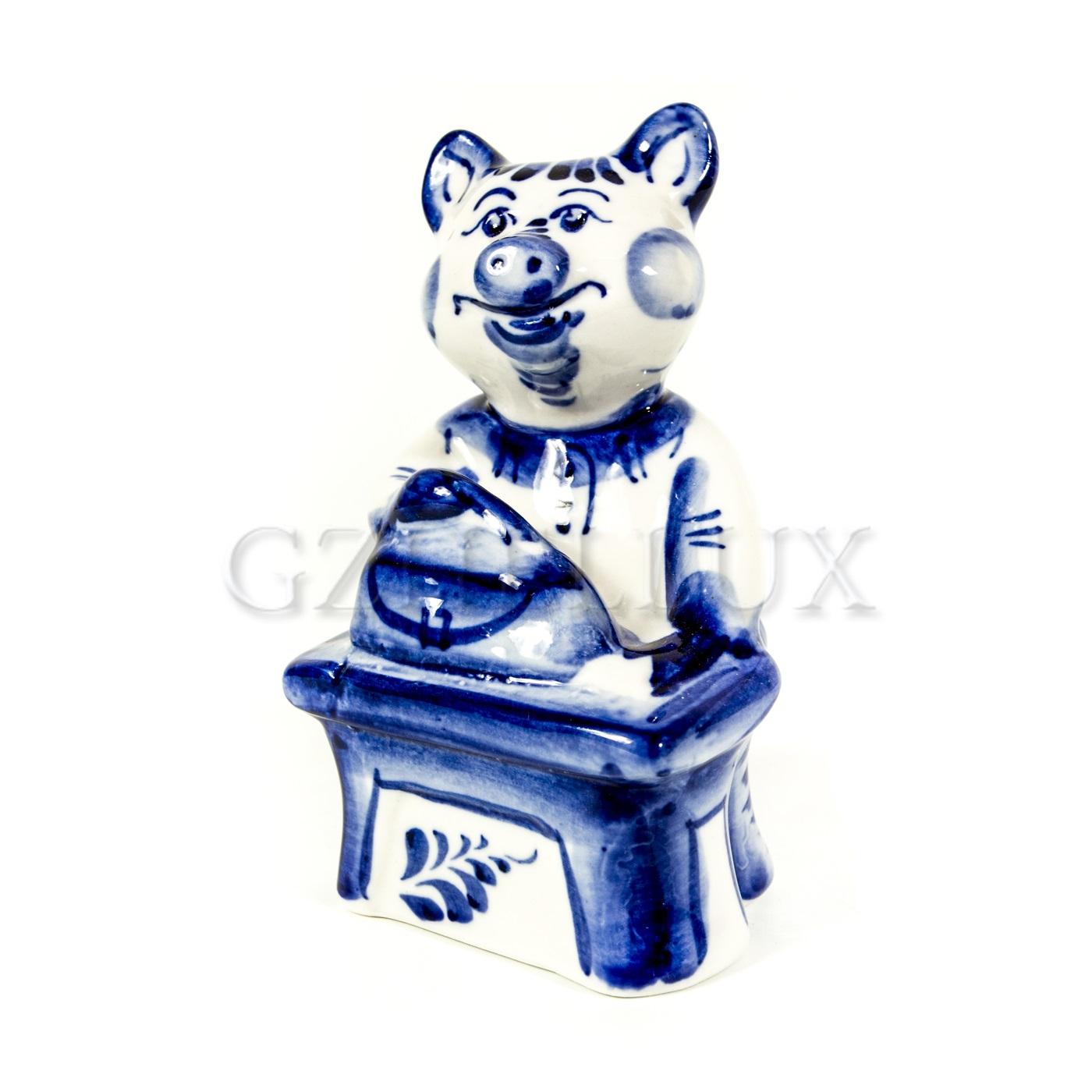 Скульптура «Свинья Хозяйка» (с утюгом)