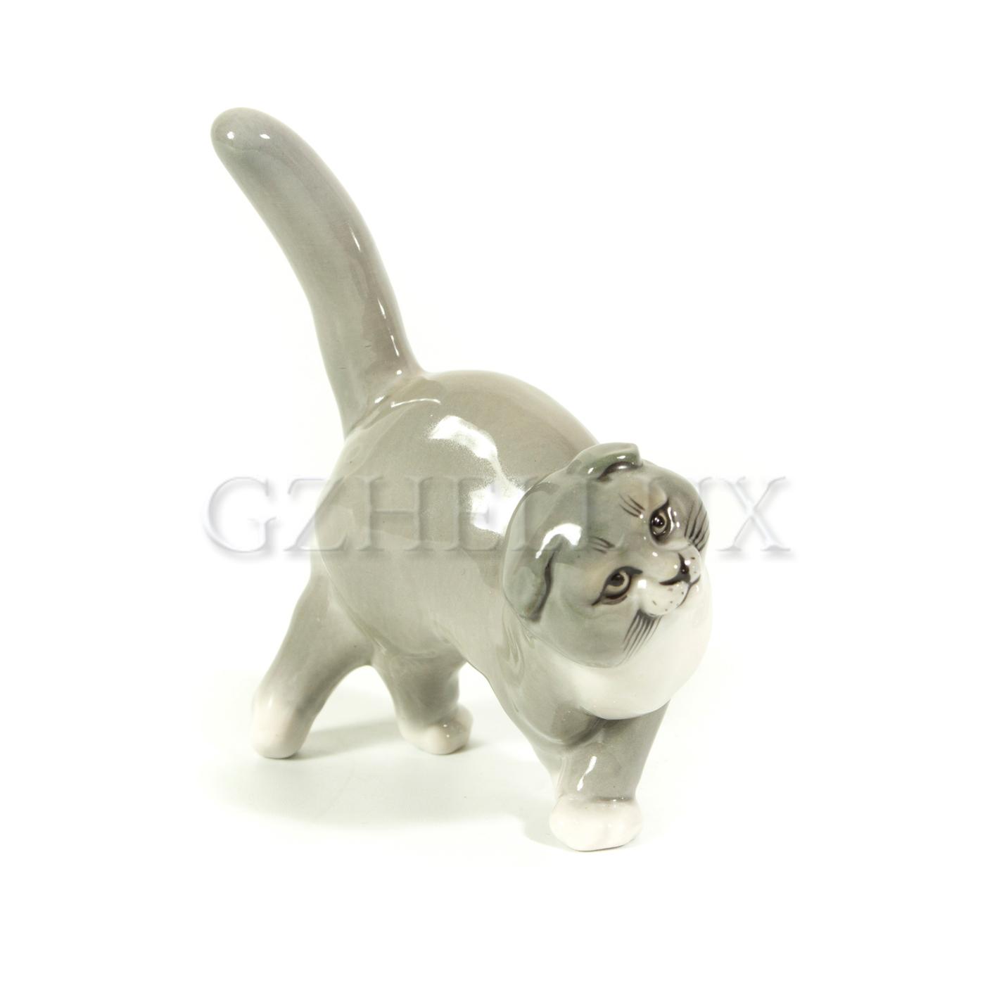 Скульптура «Кот идёт» в красках