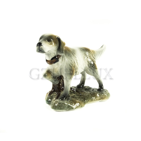 Скульптура «Собака на подставке»