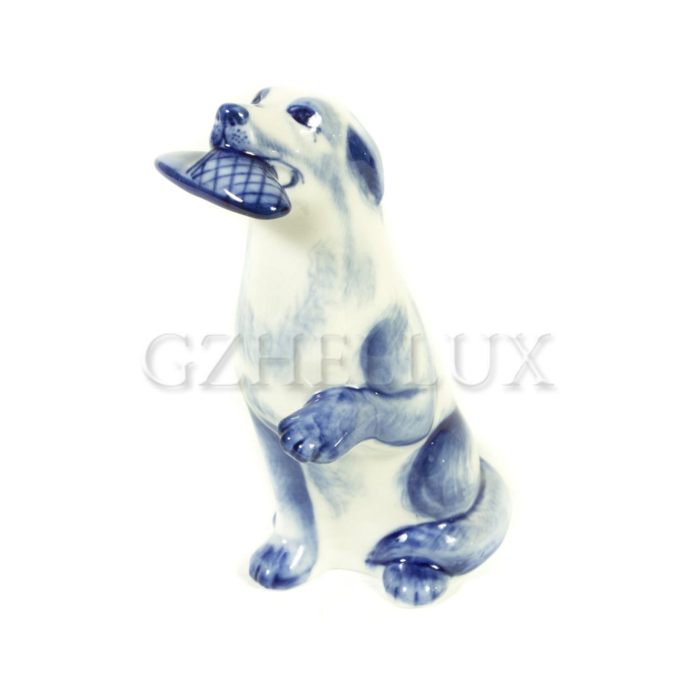 Скульптура «Собака с тапкой»