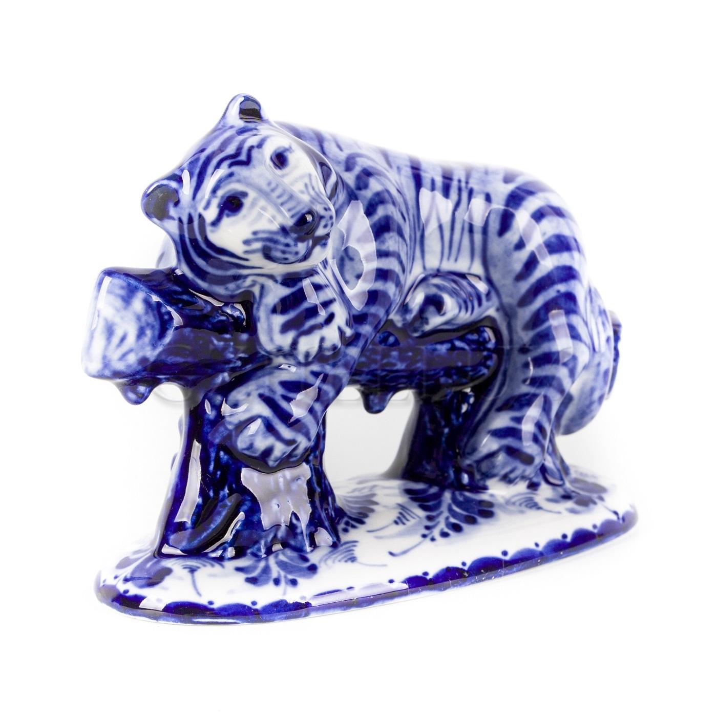 Скульптура «Тигр в лесу»