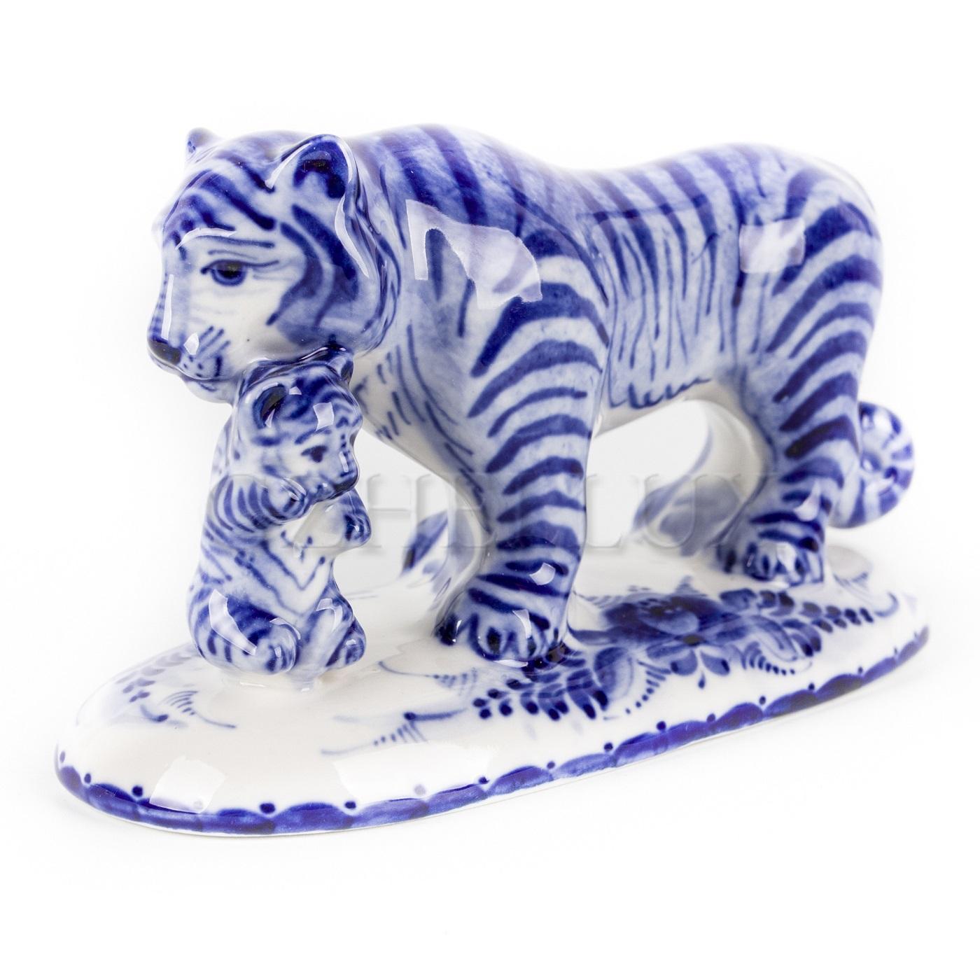 Скульптура «Тигрица и тигрёнок»