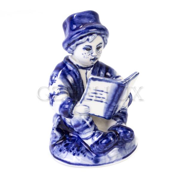 Скульптура «Филиппок читает книгу»