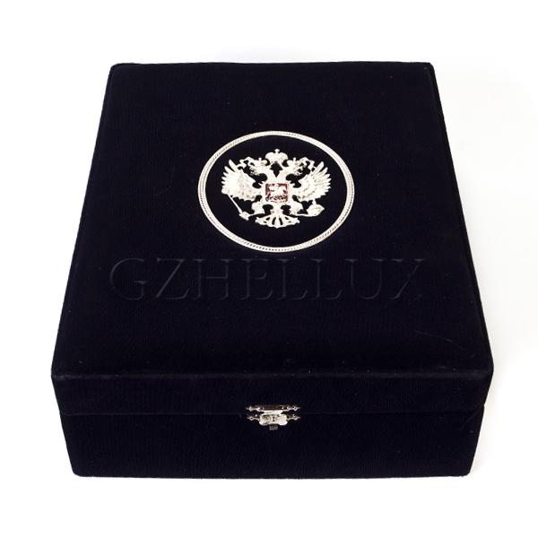 Коробка Бархатная с Гербом (металлический элемент)