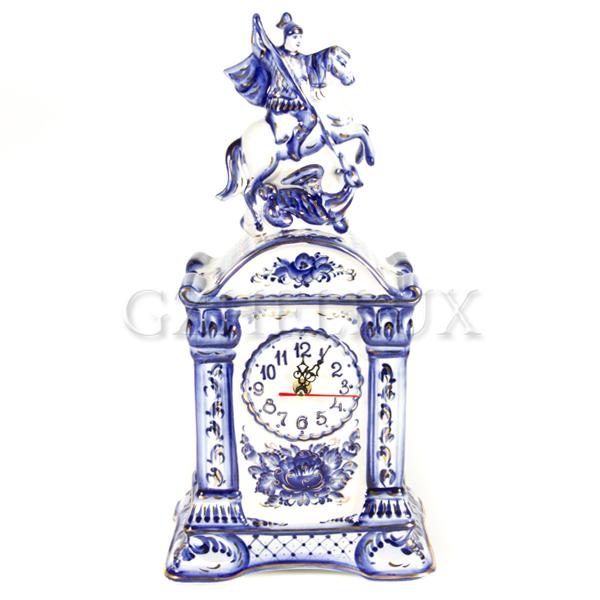 Часы «Георгий Победоносец» в золоте на постаменте