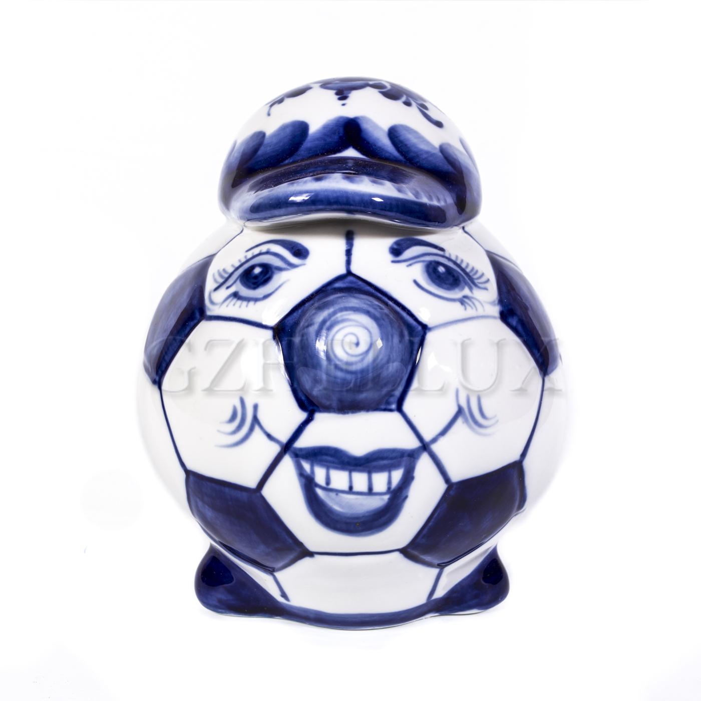 Скульптура «Мяч в кепке»