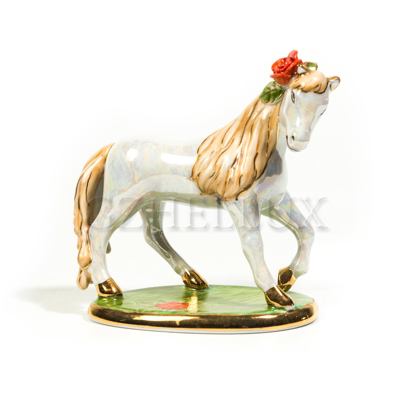 Скульптура «Лошадка» в красках