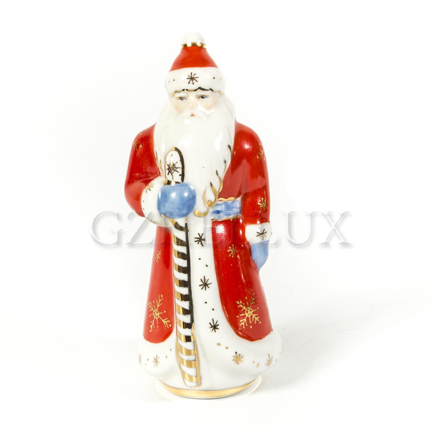 Скульптура «Дед Мороз» в красках