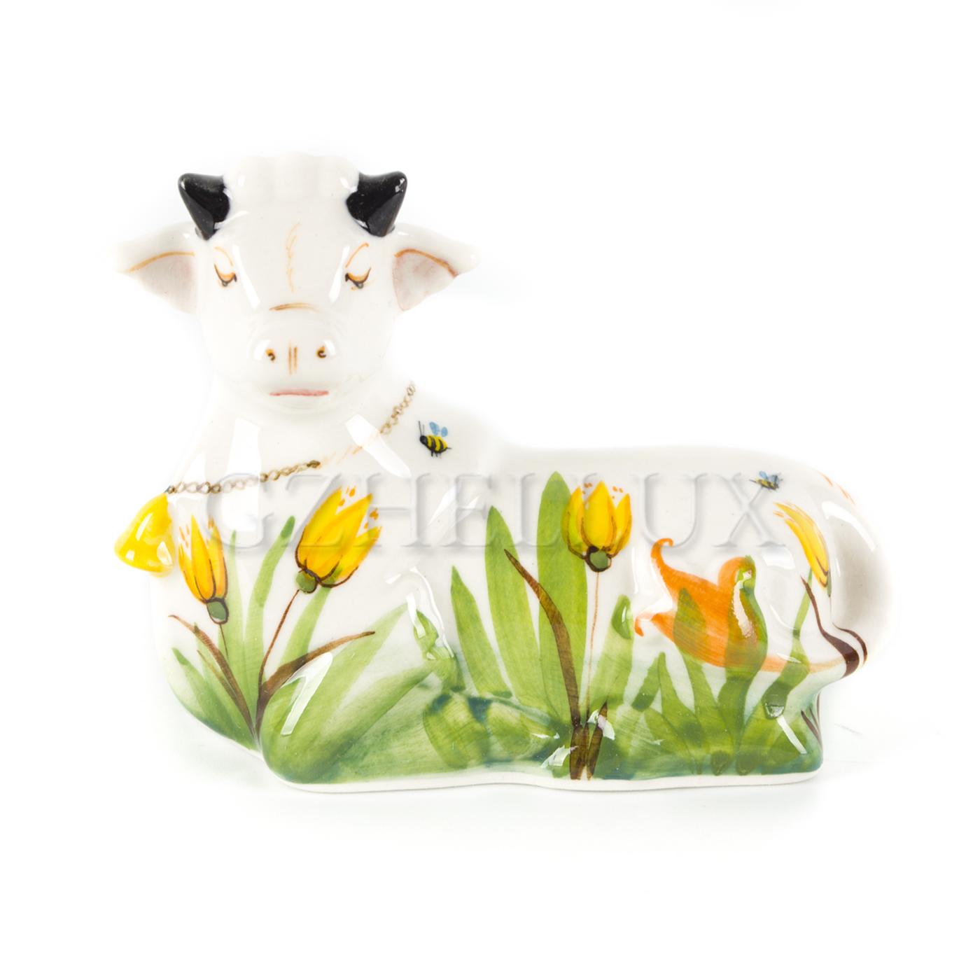 Скульптура «Корова Нюша» в красках